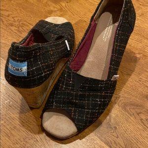 Toms peep toe wedges size 10 black striped